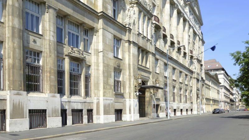 Budapest, 2014. május 1. A Nemzetgazdasági Minisztérium épülete József Nádor téri homlokzatának részlete. MTVA Fotó: Váli Miklós