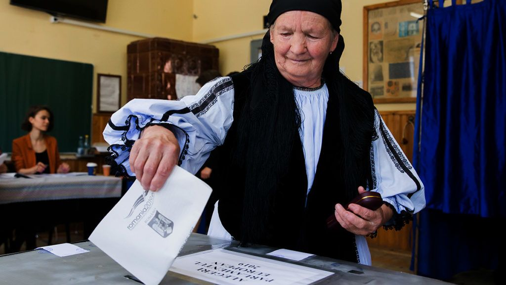 A woman dressed in a traditional outfit votes during the European elections and a referendum at a polling station in Gura Raului village on May 26, 2019. - Bad pupils of the EU in the fight against corruption, Romanians must say if they want to put an end to this phenomenon in a referendum called by centre-right president Klaus Iohannis. (Photo by Ovidiu MATIU / AFP)