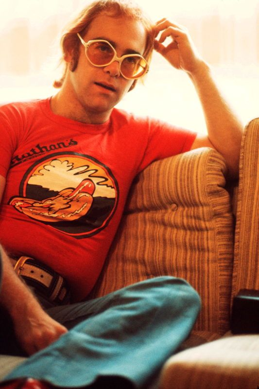 British singer Elton John circa 1974. (Photo by Michael Putland/Getty Images)
