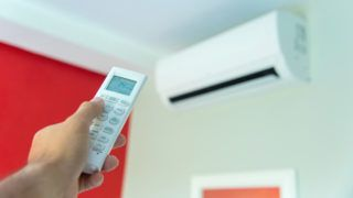 Using remote control air conditioning Turn off air conditioning,Energy saving.