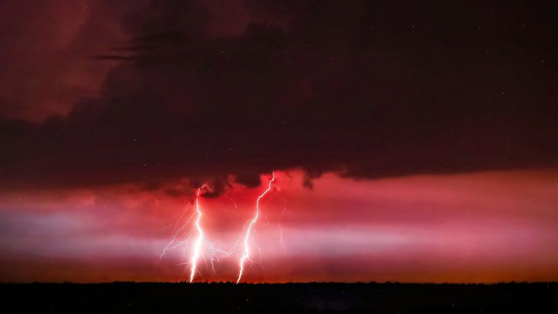 Plock, 2019. június 14. Villám cikázik az égbolton a Lengyelország középsõ részén fekvõ Plock felett 2019. június 14-én. MTI/EPA/PAP/Piotr Augustyniak