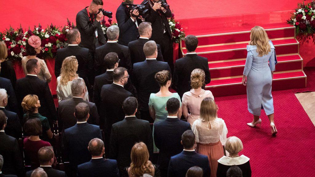 Pozsony, 2019. június 15.Zuzana Caputová új szlovák elnök a beiktatási ünnepségére érkezik Pozsonyban 2019. június 15-én. Zuzana Caputová személyében először került nő az államfői tisztségbe. A liberális politikus Andrej Kiskát váltja az ország élén.MTI/EPA/Jakub Gavlak