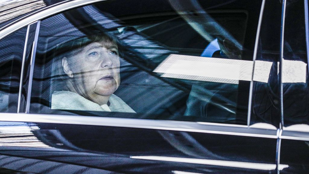 Germany's Chancellor Angela Merkel arrives for the third straight day of a European Union leaders summit in Brussels on July 2, 2019, for talks aimed at defusing fresh power struggles in a bid to fill the bloc's top jobs. (Photo by GEOFFROY VAN DER HASSELT / POOL / AFP)