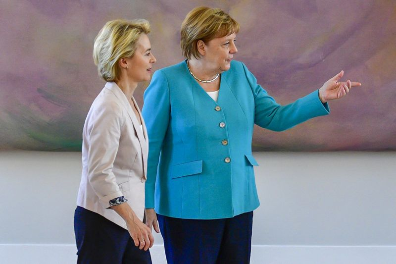 (L-R) The leader of the CDU party and newly-appointed Defence Minister Annegret Kramp-Karrenbauer, her predecessor Ursula von der Leyen and German Chancellor Angela Merkel take part in a handover ceremony led by the vice-president of the Bundesrat (upper house of parliament, unseen) on July 17, 2019 at Bellevue Castle in Berlin. - Kramp-Karrenbauer replaces newly elected European Commission President Von der Leyen. (Photo by John MACDOUGALL / AFP)