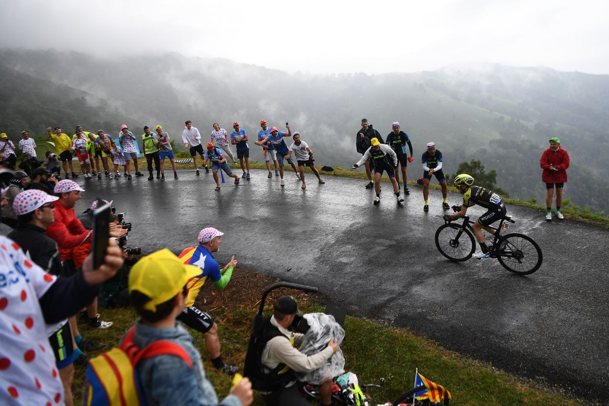 Fans cheer Great Britain's Simon Yates leadinf the race in the last kilometers during the fifteen stage of the 106th edition of the Tour de France cycling race between Limoux and Foix Prat d'Albis, in Foix Prat d'Albis on July 21, 2019. (Photo by Anne-Christine POUJOULAT / AFP)