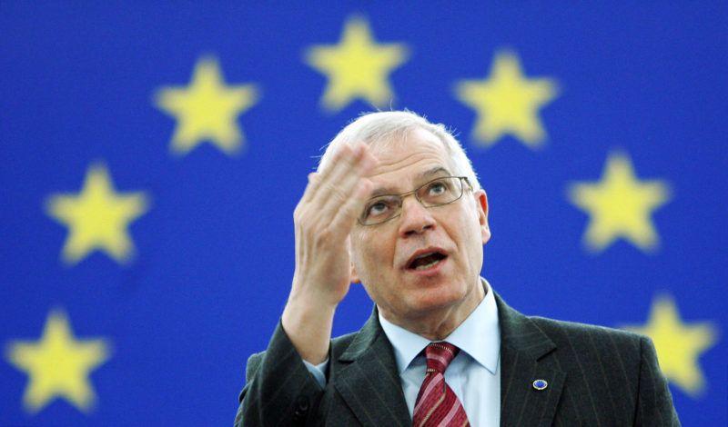 European Parliament President Josep Borrell gives a farewell speech at the European Parliament in Strasbourg, 15 January 2007. Germany's  Hans-Gert Poettering is set to replace Borrel, 16 January.       AFP PHOTO FREDERICK FLORIN (Photo by FREDERICK FLORIN / AFP)