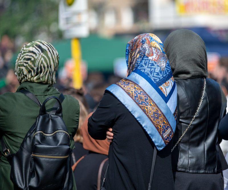 01 May 2019, Berlin: Three women in headscarves are standing at Mariannenplatz in Berlin's Kreuzberg district. Photo: Monika Skolimowska/dpa-Zentralbild/dpa