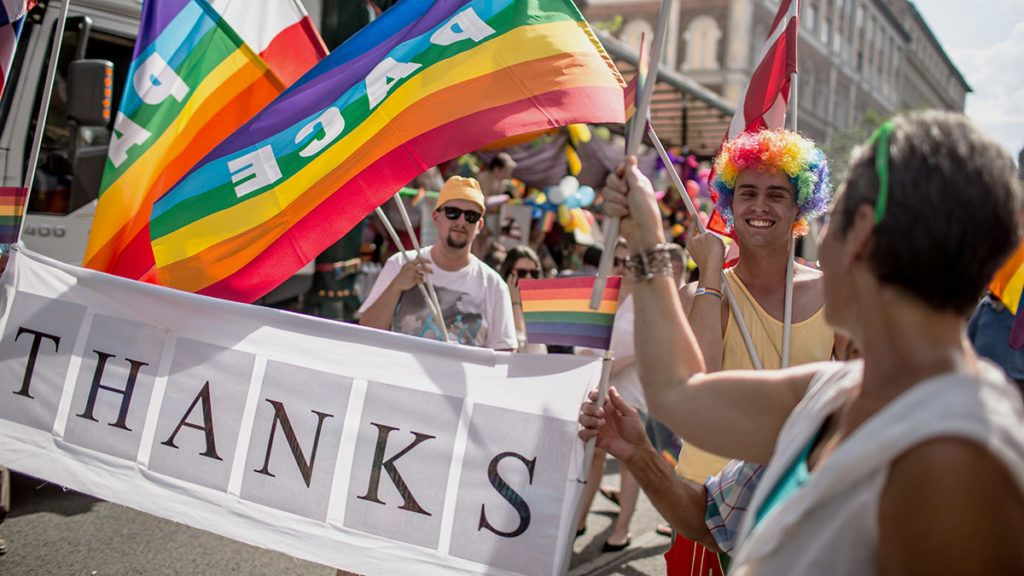 Image: 73605457, RÈsztvevık a 19. Budapest Pride, leszbikus, meleg, biszexu·lis, transznem˚ Ès queer (LMBTQ) kˆzˆssÈg fesztiv·lj·nak felvonul·s·n, Budapesten., Place: Budapest, Hungary, License: Rights managed, Model Release: No or not aplicable, Property Release: Yes, Credit: smagpictures.com