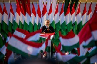 Image: 73876763, A Nem adom a hazám mozgalom Székesfehérváron tiltakozott a Fidesz ellen, de a Valton biztonsági õrei elcipelték õket a Fidesz esti kampányzárójának helyszínérõl., Place: Székesfehérvár, Hungary, Model Release: No or not aplicable, Property Release: Yes, Credit: smagpictures.com