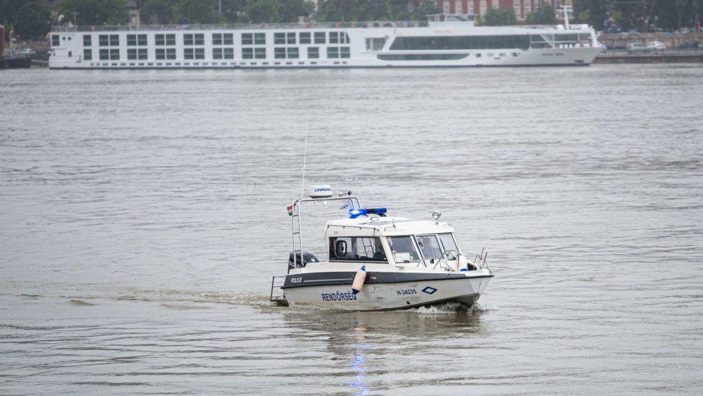 Image: 73898996, Hableány nevû elsüllyedt hajó mentési munkálatai 2019.05.30-án. A turistahajó elõzõ éjjel süllyedt el a Dunán, miután ütközött a Viking Sigyn nevû szállodahajóval a Margit híd pesti oldalán., Place: Budapest, Hungary, Model Release: No or not aplicable, Property Release: Yes, Credit: smagpictures.com