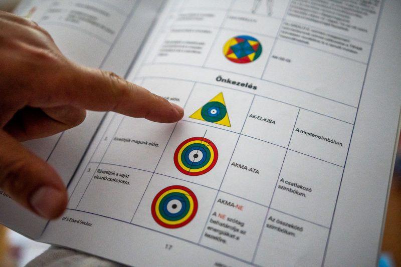 Image: 73900037, Az energiával gyógyító, szellemkézzel operáló postás Oroszlányon., Place: Oroszlány, Hungary, Model Release: No or not aplicable, Property Release: Yes, Credit: smagpictures.com