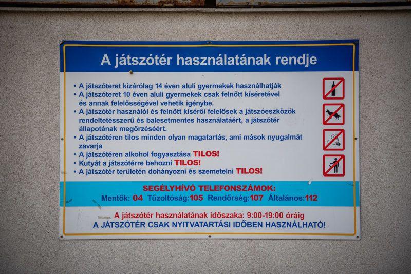 Image: 73910005, A Teve Ház lakóparkjának egyik társas házához tartozik egy játszótér, amit a környékbeliek a 2003-as átadása óta szabadon használhattak. Az ott lakók elmondása szerint a gyerekek itt biztonságos környezetben tudtak szórakozni, egészen egy évvel ezelőttig, amikor a tulajdonosi kör úgy döntött, körbekeríti a területet., Place: Budapest, Hungary, Model Release: No or not aplicable, Property Release: Yes, Credit: smagpictures.com