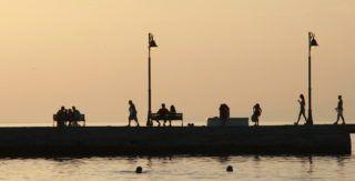 People bath during a sunset in Pefkochori, Halkidiki, on June 7, 2019. (Photo by Grigoris Siamidis/NurPhoto)