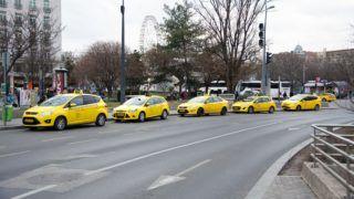 Budapest, 2019. március 3. Utasra várakozó taxik a Deák Ferenc téren. MTVA/Bizományosi: Juhász Gábor  *************************** Kedves Felhasználó! Ez a fotó nem a Duna Médiaszolgáltató Zrt./MTI által készített és kiadott fényképfelvétel, így harmadik személy által támasztott bárminemû – különösen szerzõi jogi, szomszédos jogi és személyiségi jogi – igényért a fotó készítõje közvetlenül maga áll helyt, az MTVA felelõssége e körben kizárt.