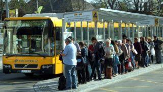 Budapest, 2019. március 30. Helyközi autóbuszukra váró utasok sora a Volánbusz Újpest-Városkapu autóbusz-végállomásán. MTVA/Bizományosi: Jászai Csaba  *************************** Kedves Felhasználó! Ez a fotó nem a Duna Médiaszolgáltató Zrt./MTI által készített és kiadott fényképfelvétel, így harmadik személy által támasztott bárminemû – különösen szerzõi jogi, szomszédos jogi és személyiségi jogi – igényért a fotó készítõje közvetlenül maga áll helyt, az MTVA felelõssége e körben kizárt.