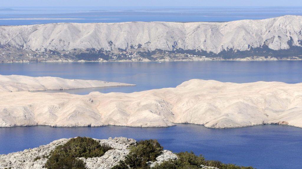 Pag, 2012. július 18. A Pag sziget látképe a Velebit hegység peremérõl. MTVA/Bizományosi: Lehotka László  *************************** Kedves Felhasználó! Az Ön által most kiválasztott fénykép nem képezi az MTI fotókiadásának, valamint az MTVA fotóarchívumának szerves részét. A kép tartalmáért és a szövegért a fotó készítõje vállalja a felelõsséget.