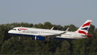 Budapest, 2017. augusztus 3. A British Airways légitársaság G-EUYU lajstromszámú, Airbus A320-232 típusú utasszállító repülõgépe végez leszállást a Liszt Ferenc Repülõtér 2-es kifutópályáján. MTVA/Bizományosi: Máté Attila  *************************** Kedves Felhasználó! Ez a fotó nem a Duna Médiaszolgáltató Zrt./MTI által készített és kiadott fényképfelvétel, így harmadik személy által támasztott bárminemû – különösen szerzõi jogi, szomszédos jogi és személyiségi jogi – igényért a fotó készítõje közvetlenül maga áll helyt, az MTVA felelõssége e körben kizárt.
