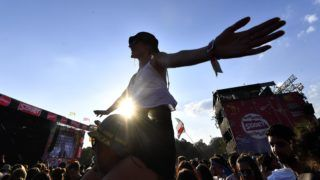 Budapest, 2018. augusztus 13. Fesztiválozók a nagyszínpad elõtt a 26. Sziget fesztivál hatodik napján az óbudai Hajógyári-szigeten 2018. augusztus 13-án. MTI Fotó: Illyés Tibor