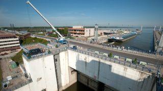 Bős, 2011. június 16.A bősi vízerőmű zsilipkamrája. Több mint 22 éve, 1989 májusában függesztette fel a magyar kormány a bős-nagymarosi vízerőmű-beruházás munkálatait. MTI Fotó: Koszticsák Szilárd