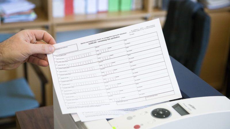 Budapest, 2014. február 15. A 2014-es országgyûlési képviselõk választásához készült nemzetiségi lista ajánlóíve a Nemzeti Választási Irodában 2014. február 14-én. MTI Fotó: Koszticsák Szilárd