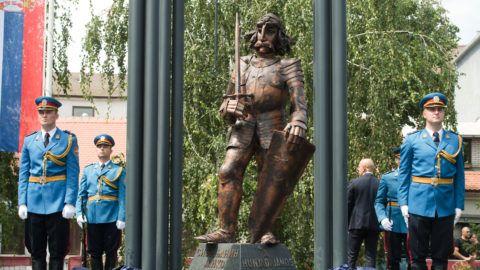 Belgrád, 2019. július 22. Hunyadi János újonnan felavatott szobra a Belgrádhoz tartozó Zimonyban 2019. július 22-én. MTI/Koszticsák Szilárd