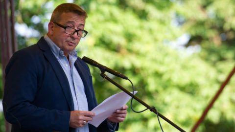 Csátalja, 2015. június 3.Bayer Zsolt író, publicista beszédet mond a trianoni békediktátum 95. évfordulója alkalmából rendezett ünnepségen Csátalján 2015. június 3-án.MTI Fotó: Borbás Mátyás