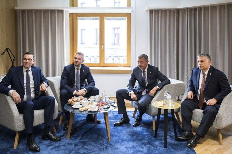 Brüsszel, 2019. július 2. A Miniszterelnöki Sajtóiroda által közreadott képen Mateusz Morawiecki lengyel, Peter Pellegrini szlovák, Andrej Babis cseh és Orbán Viktor magyar miniszterelnök (b-j) a visegrádi országok (V4) egyeztetésén az EU-csúcs ülése elõtt 2019. július 2-án. MTI/Miniszterelnöki Sajtóiroda/Szecsõdi Balázs