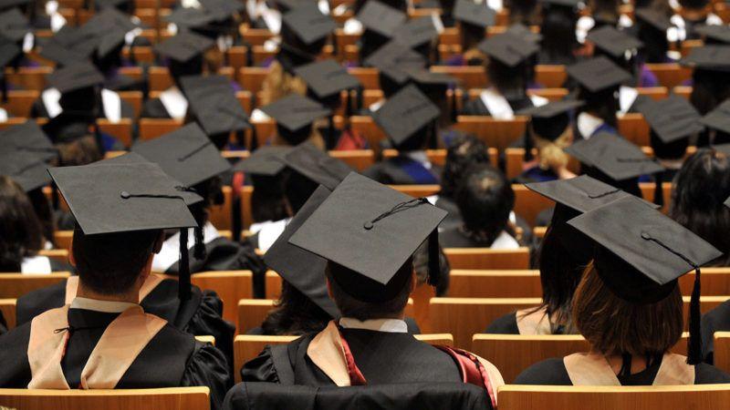 Budapest, 2010. június 18.Végzős hallgatók a Közép-európai Egyetem (CEU) diplomaosztó tanévzáró ünnepségén a Művészetek Palotájában.MTI Fotó: Beliczay László