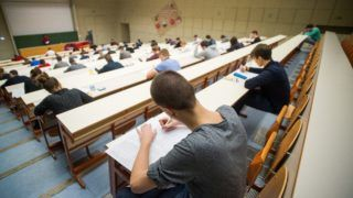 Budapest, 2019. január 9. Hallgatók írásbeli vizsgán a Budapesti Corvinus Egyetemen (BCE) 2019. január 9-én. MTI/Balogh Zoltán