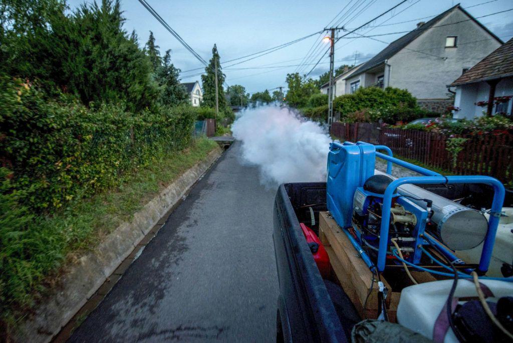 Jövőre már nem szórhatják a fejünkre a kémiai szúnyogirtó szereket | 24.hu