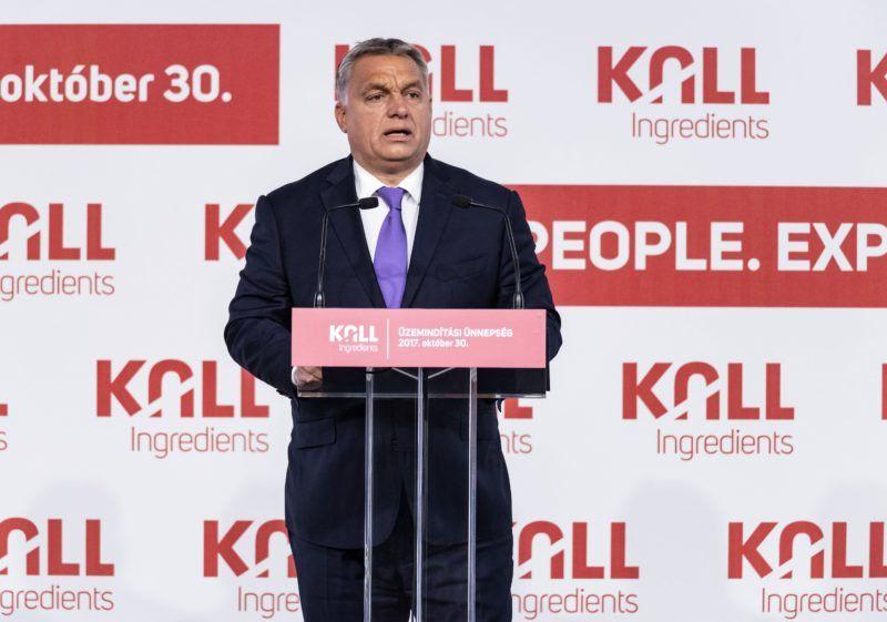 Tiszapüspöki, 2017. október 30. Orbán Viktor miniszterelnök beszédet mond a Kall Ingredients Kft. tiszapüspöki izocukorüzemének avatásán 2017. október 30-án. A magyar tulajdonban lévõ vállalat 2015-ben jött létre azzal a céllal, hogy GMO-mentes magyar kukoricából cukor- és keményítõféleségeket állítson elõ és értékesítsen. MTI Fotó: Szigetváry Zsolt