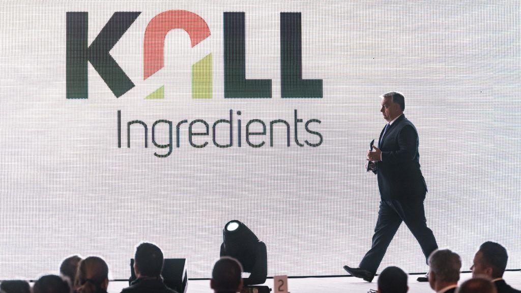 Tiszapüspöki, 2017. október 30. Orbán Viktor miniszterelnök a Kall Ingredients Kft. tiszapüspöki izocukorüzemének avatásán 2017. október 30-án. A magyar tulajdonban lévõ vállalat 2015-ben jött létre azzal a céllal, hogy GMO-mentes magyar kukoricából cukor- és keményítõféleségeket állítson elõ és értékesítsen. MTI Fotó: Szigetváry Zsolt