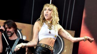GLASTONBURY, ENGLAND - JUNE 30: Miley Cyrus performs on The Pyramid Stage during day five of Glastonbury Festival at Worthy Farm, Pilton on June 30, 2019 in Glastonbury, England. (Photo by Shirlaine Forrest/WireImage)