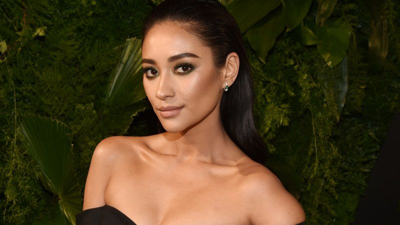 NEW YORK, NY - MARCH 15:  Actor Shay Mitchell attends the 2018 A+E Upfront on March 15, 2018 in New York City.  (Photo by Bryan Bedder/Getty Images for A+E)