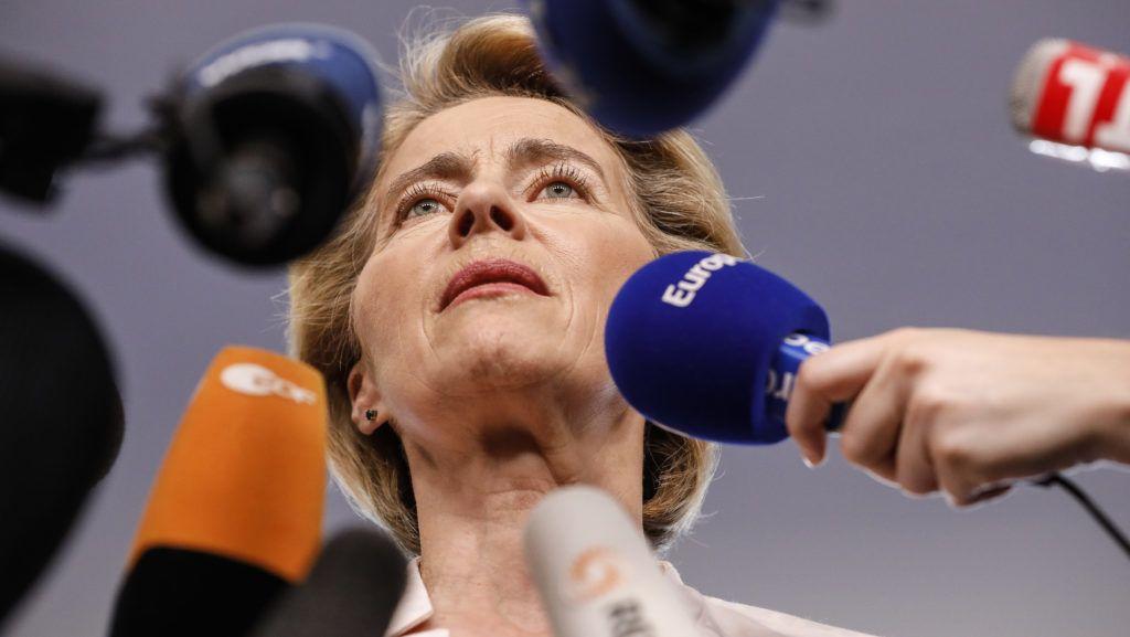 Strasbourg, 2019. július 3. Ursula von der Leyen német védelmi miniszter nyilatkozik az Európai Parlament strasbourgi épületében 2019. július 3-án. Az elõzõ nap az Európai Tanács von der Leyent jelölte az Európai Bizottság elnökének. MTI/AP
