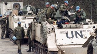 Canadian blue helmets check their weapons, 17 April 1993 near Tuzla's airport, waiting to depart for the Moslem enclave of Srebrenica, where some 30000 refugees hope to be evacuated from. (Photo by PASCAL GUYOT / AFP)