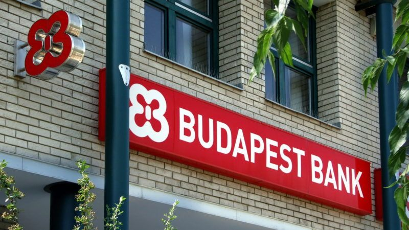 Budapest, 2015. július 2. A Budapest Bank Zrt. név felirata és emblémája  a Rákoskeresztúri Fiók épületének homlokzatán, a fõváros XVII. kerületében, a Pesti úton.    MTVA/Bizományosi: Jászai Csaba  *************************** Kedves Felhasználó! Az Ön által most kiválasztott fénykép nem képezi az MTI fotókiadásának, valamint az MTVA fotóarchívumának szerves részét. A kép tartalmáért és a szövegért a fotó készítõje vállalja a felelõsséget.