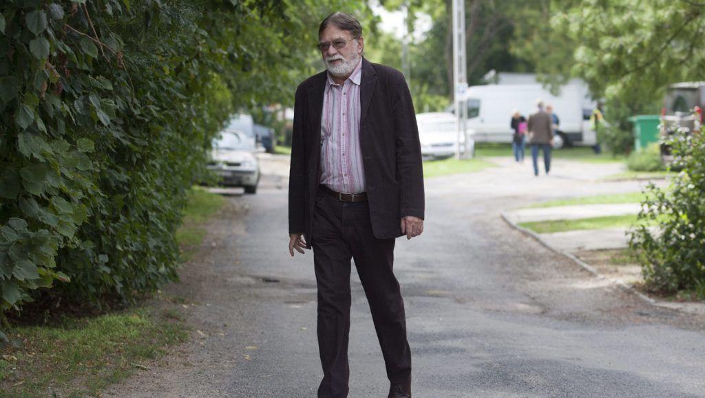 Kötcse, 2013. szeptember 15. Vitézy Tamás üzletember érkezik a Polgári Magyarországért Alapítvány rendezvényére Kötcsén 2013. szeptember 15-én. MTI Fotó: Varga György