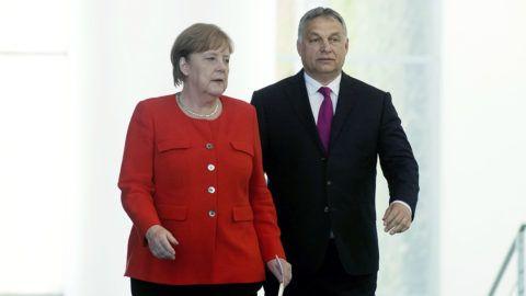 Berlin, 2018. július 5.Orbán Viktor miniszterelnök és Angela Merkel német kancellár érkezik a megbeszélésüket követő sajtótájékoztatóra Berlinben 2018. július 5-én.MTI Fotó: Koszticsák Szilárd