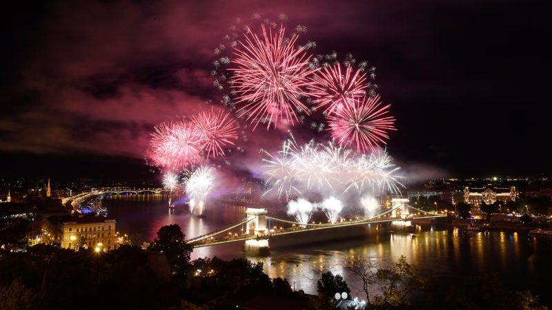 Budapest, 2019. augusztus 20.Tűzijáték a Duna felett Budapesten a nemzeti ünnepen, 2019. augusztus 20-án.MTI/Koszticsák Szilárd