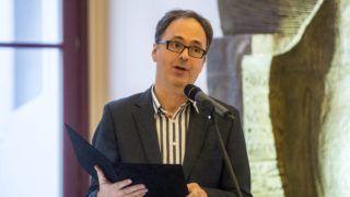 Budapest, 2015. október 9. Káel Csaba, a Mûvészetek Palotájának vezérigazgatója beszédet mond Csikós Attila íszlet- és jelmeztervezõ életmû-kiállításának megnyitóján a Pesti Vigadóban 2015. október 9-én. MTI Fotó: Marjai János