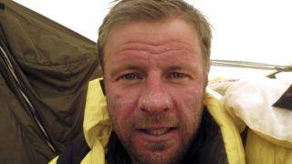 Nanga Parbat, 2012. június 21. A Nanga Parbat 2013 expedíció által közreadott, 2012. június 21-i archív képen Török Zsolt romániai hegymászó látható egy, a Nanga Parbat 2012-es sikertelen meghódításakor készült fotón. A Török Zsolt vezette romániai expedíció 2013. július 19-én feljutott a Nanga Parbat Pakisztánban található 8125 méter magas csúcsára. MTI Fotó: Nanga Parbat 2013 expedíció