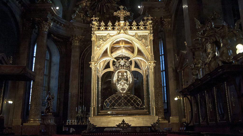 Öt szentet avattak a magyarok
