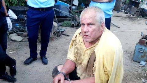 Caracal, 2019. július 27. A román rendõrség által közreadott képen George Dinca, egy 15 éves lány meggyilkolásával gyanúsított román férfi a tetthelyen, egy caracali ház udvarán 2019. július 26-án. MTI/AP/Román rendõrség/Mediafax