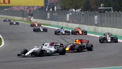 MEXICO CITY, MEXICO - OCTOBER 29: Valtteri Bottas driving the (77) Mercedes AMG Petronas F1 Team Mercedes F1 WO8 leads Daniel Ricciardo of Australia driving the (3) Red Bull Racing Red Bull-TAG Heuer RB13 TAG Heuer on track during the Formula One Grand Prix of Mexico at Autodromo Hermanos Rodriguez on October 29, 2017 in Mexico City, Mexico.  (Photo by Clive Rose/Getty Images)
