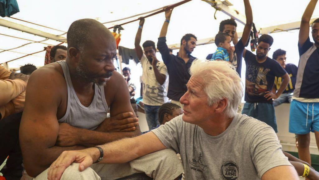 Kiköthet a két hete Lampedusánál veszteglő segélyhajó