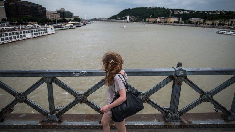 Image: 73700438, Szélvihar és esõfelhõk a Lánchíd környékén, Place: Budapest, Hungary, License: Rights managed, Model Release: No or not aplicable, Property Release: Yes, Credit: smagpictures.com