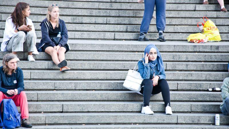 Meztelen tizenévesek képét