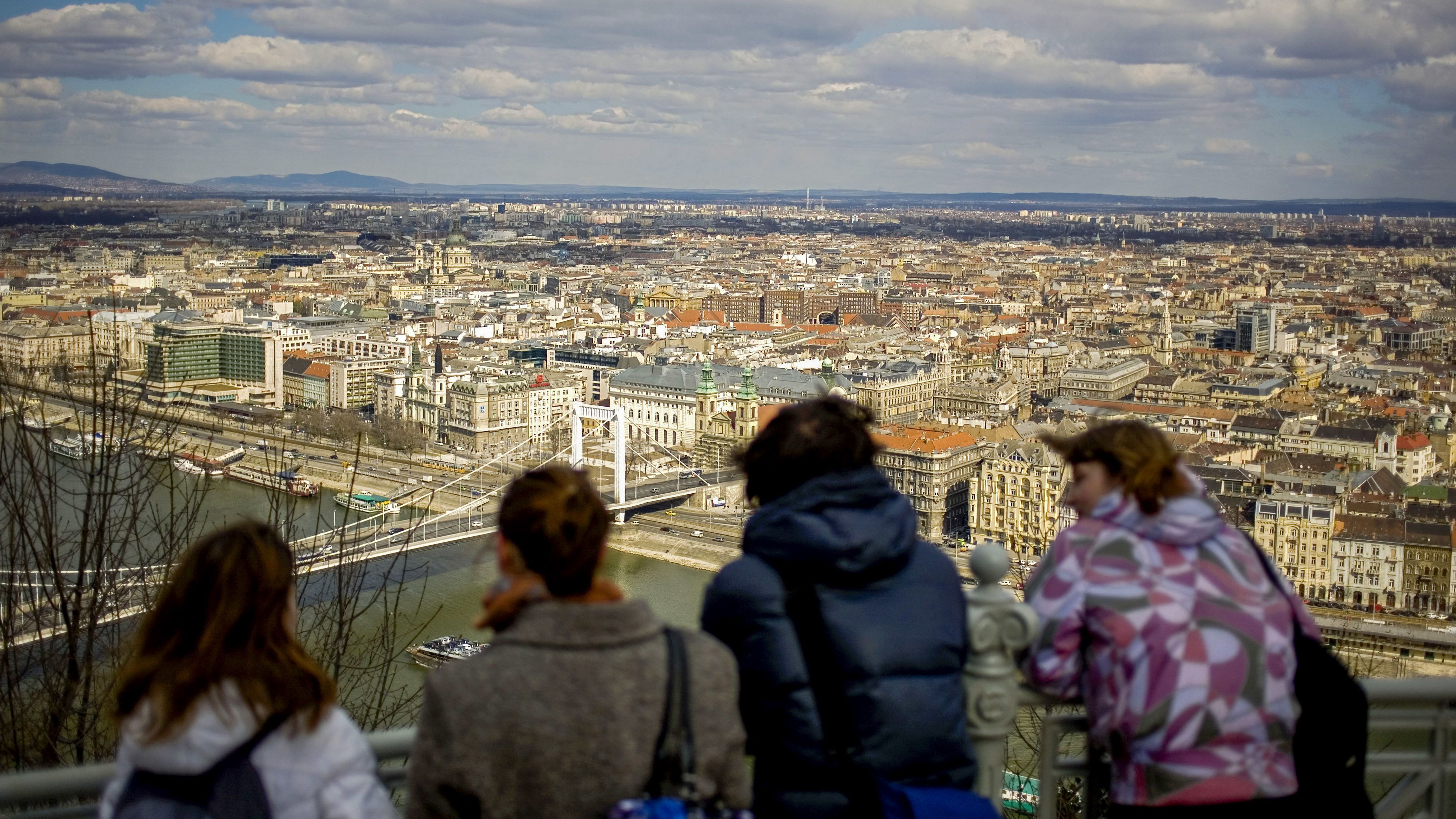 ismerkedés külföldiekkel budapesten