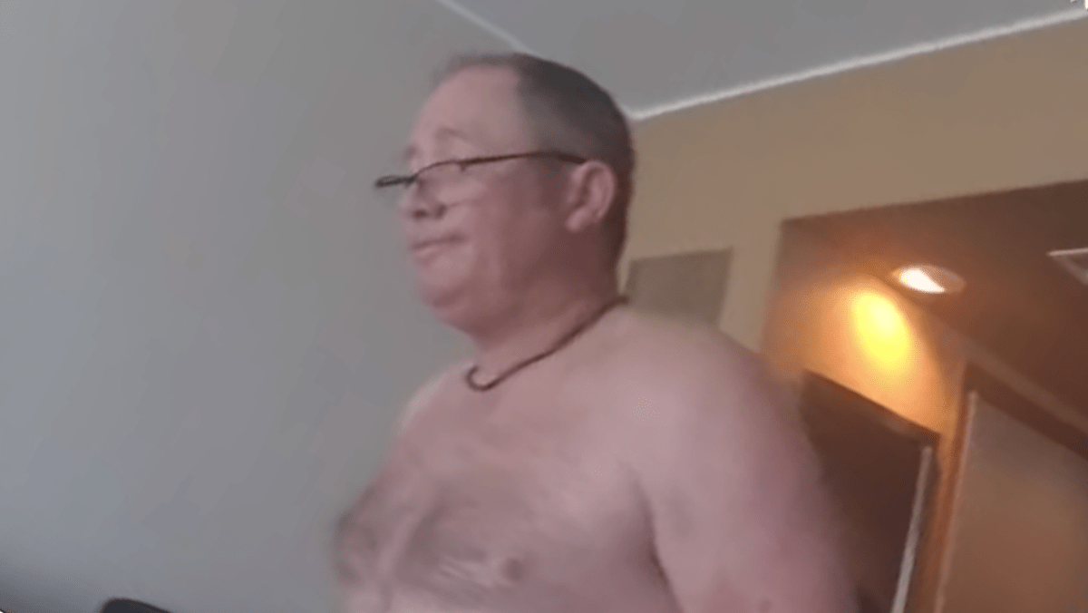 Meztelen férfi modell videó